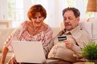 Сегодня старшее поколение и пенсии получает на карту, и бонусы на ней копит...