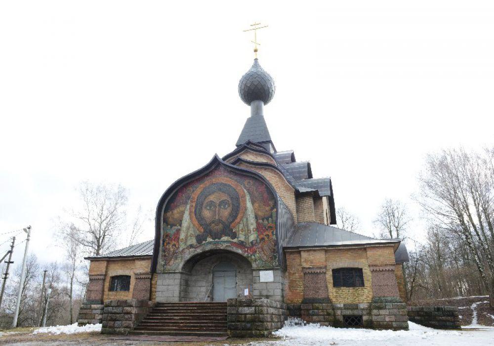 «Красота какая!», - не смогла сдержать восторга Ольга Юрьевна при виде церкви Святого Духа.