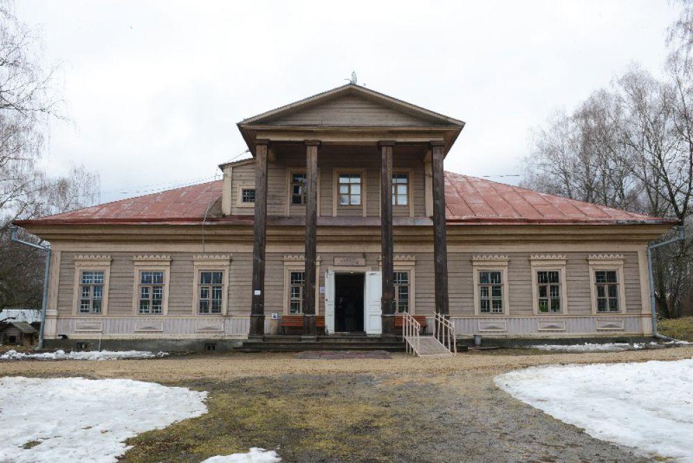 Следующим на очереди стало здание бывшей сельскохозяйственной школы для сиротских и крестьянских детей.