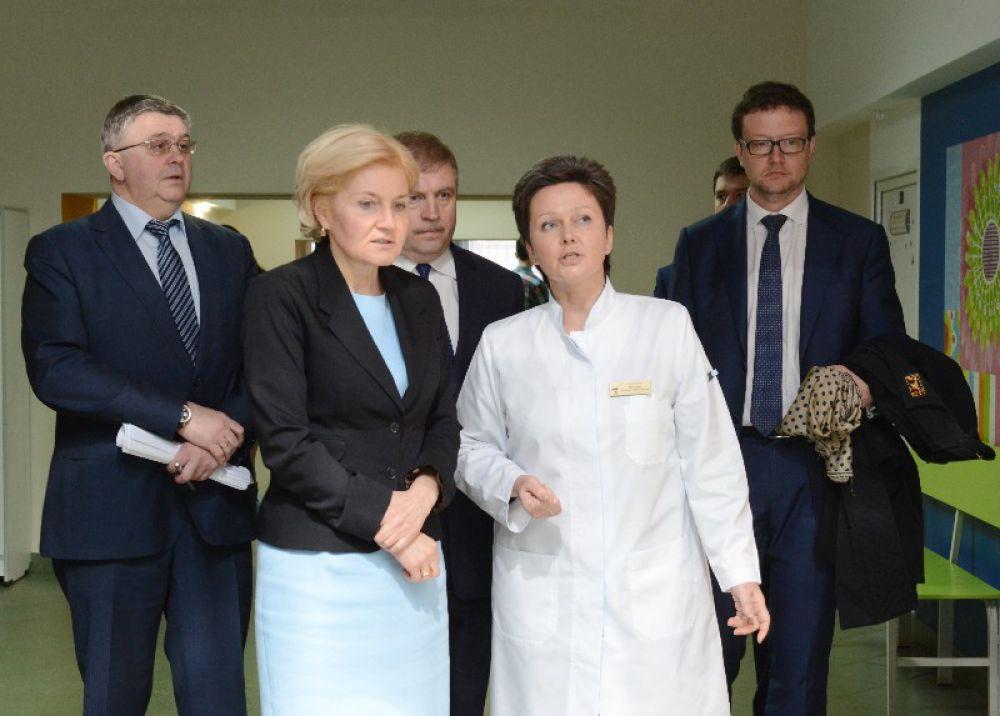 После вице-премьер заехала в детскую областную больницу.