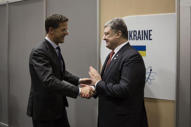 Премьер Нидерландов Марк Рютте и президент Украины Петр Порошенко