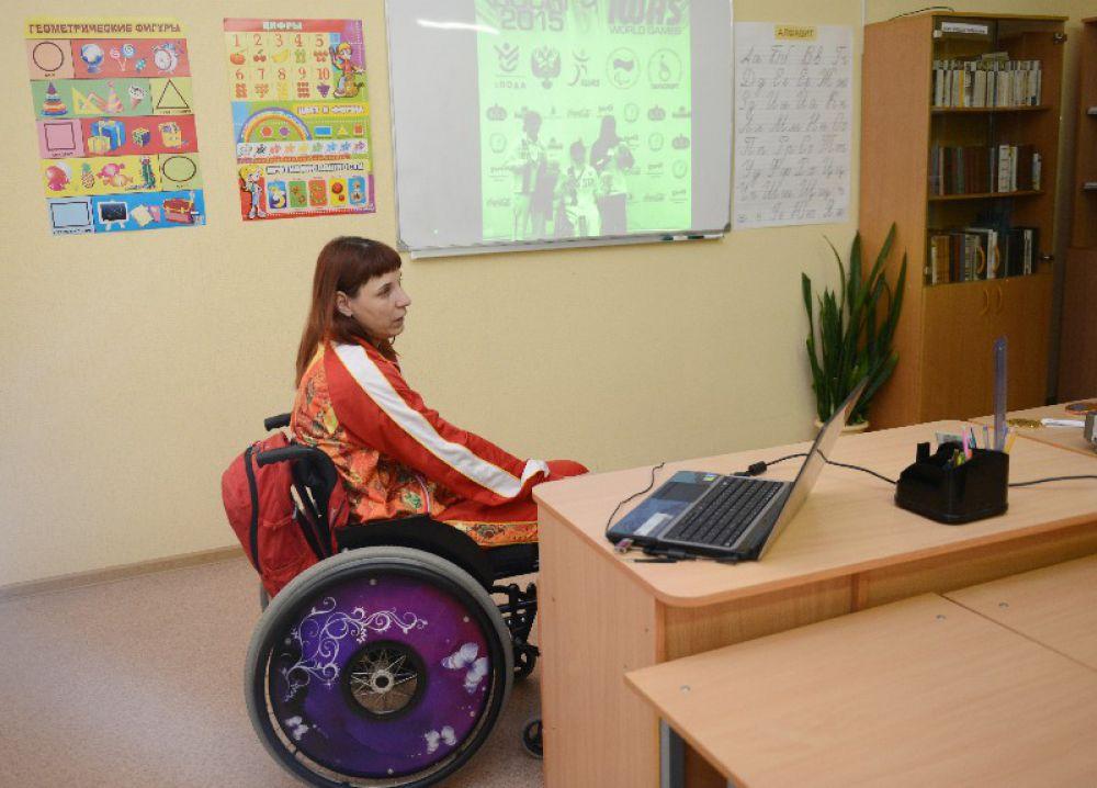 Елена Горлова, двухкратная чемпионка России по метанию диска, преподает в центре.