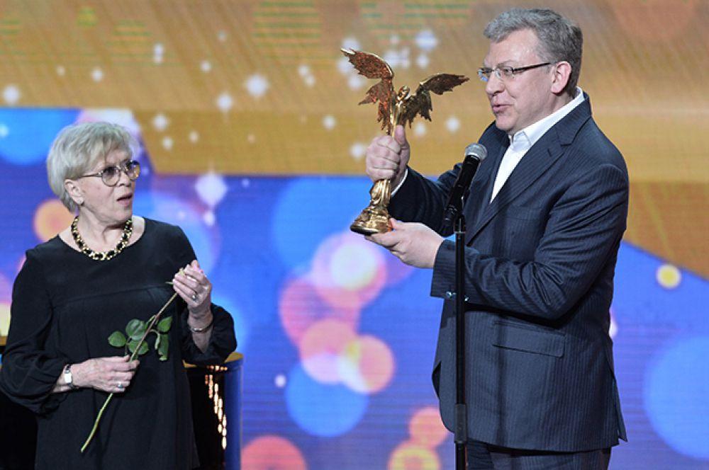 Народная артистка СССР Алиса Фрейндлих получила специальный приз «За Честь и достоинство» имени Эльдара Рязанова.