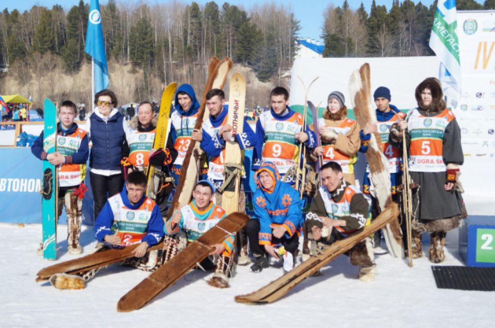 Победителей национального забега лично награждала губернатор Югры Наталья Комарова.