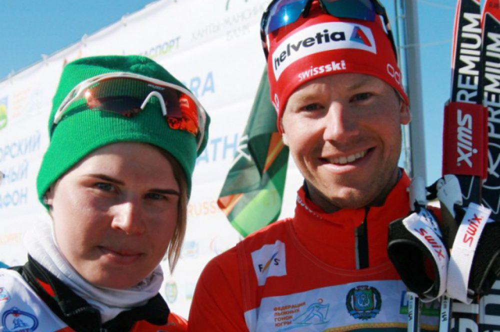 Победители 50-километрового марафона: Юлия Тихонова (Белоруссия) и Тони Ливерс (Швейцария).