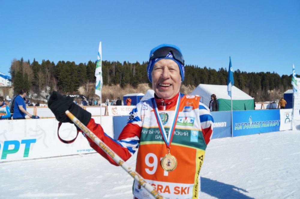91-летний ветеран Великой Отечественной войны Виктор Яковлевич Башмаков, как обычно, поразил всех зрителей и участников своей физической формой, легко преодолев 5 километров.