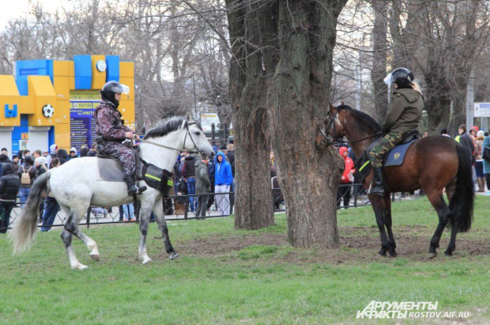 Билеты на игру были проданы за считанные часы. В день матча были повышенные меры безопасности, с привлечением конной полиции.