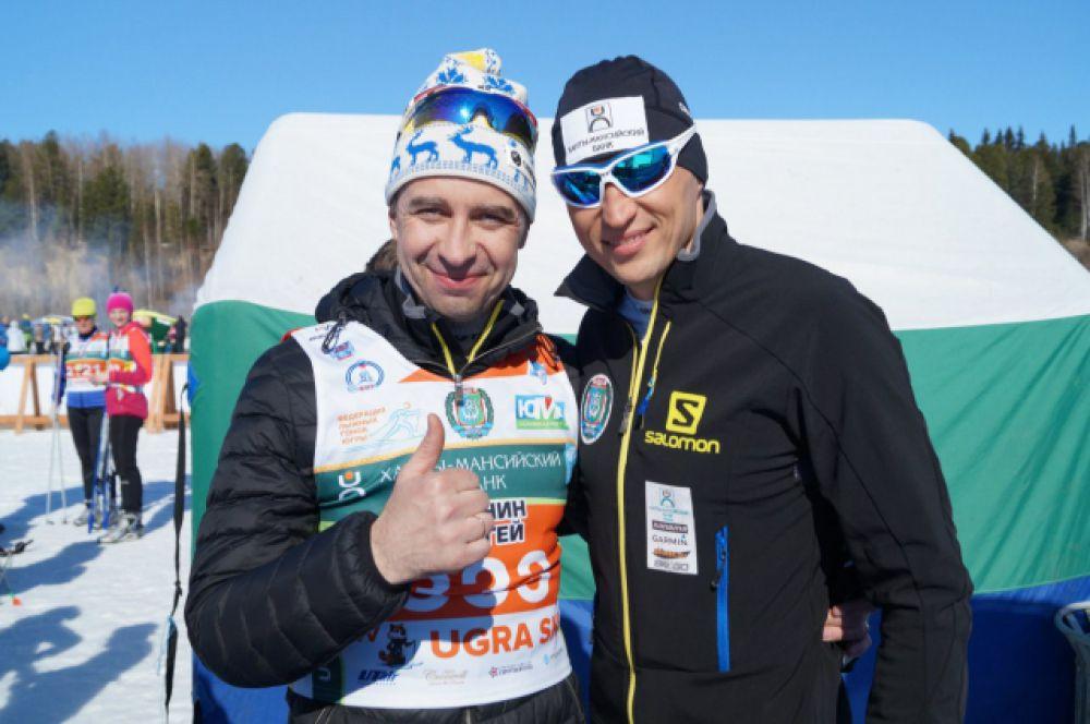 Главный тренер сборной Югры по лыжным гонкам Сергей Крянин и олимпийский чемпион Александр Легков нынче 50 километров не бежали, а выступили в роли организаторов марафона.