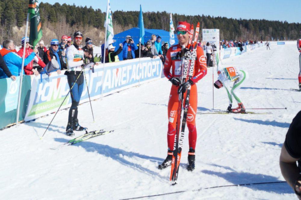 Лидер FISWorldloppetCup и победитель прошлогоднего «Югорского лыжного марафона» Тони Ливерс (Швейцария) прошёл 50 километров за 2 часа и 3 минуты. Лучшей среди женщин стала представительница Беларуси - Юлия Тихонова.