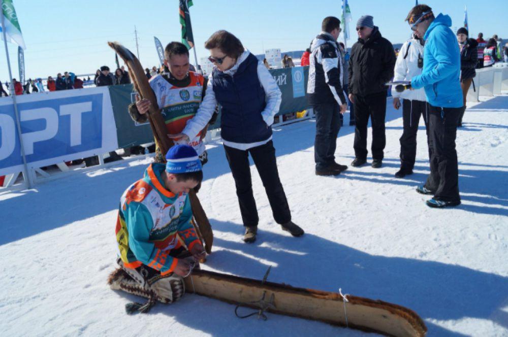 Также прошёл особый «национальный забег» представителей народов ханты и манси. Они бежали на охотничьих лыжах 1 км.