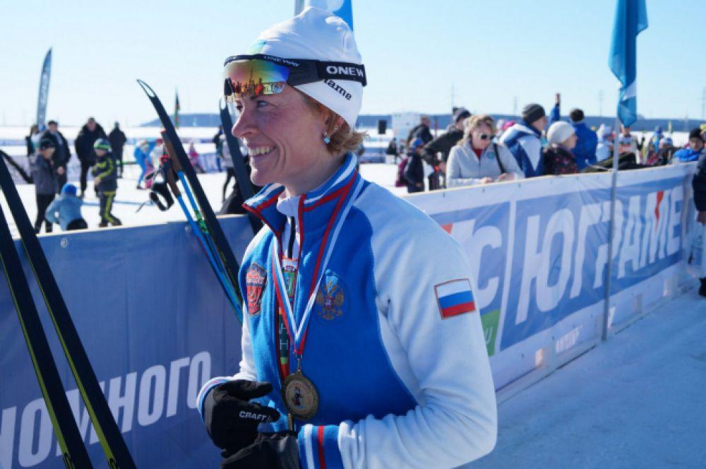 Сурдлимпийская лыжница Анна Федулова накануне была признана на окружной «Спортивной элите» лучшей спортсменкой Югры. Она 10-кратная Сурдлимпийская чемпионка по лыжным гонкам. Единственная в мире.