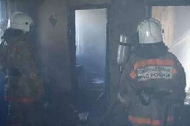 Во время пожара обрушилась часть крыши