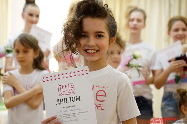 В категории от 7 до 10 лет самой красивой маленькой моделью стала Амелия Амирова.