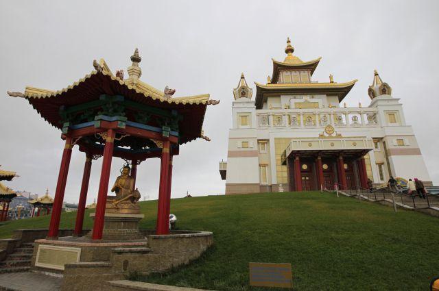 Заосквернение статуи Будды дагестанцем извинился руководитель правительства республики