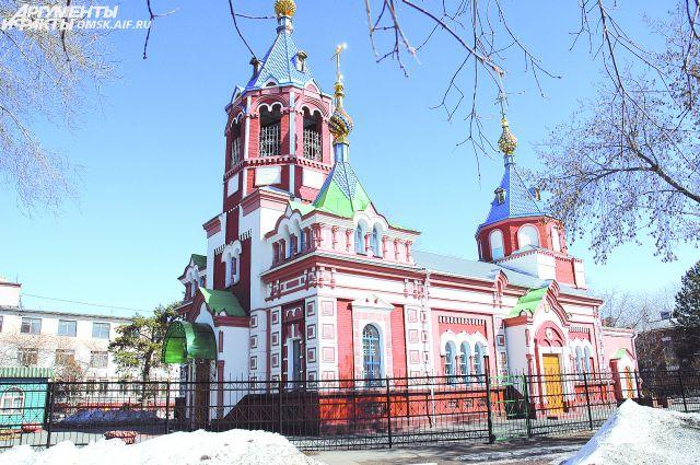 В старом здании церкви на территории военного госпиталя, построенного в 1825 году, молился Достоевский.