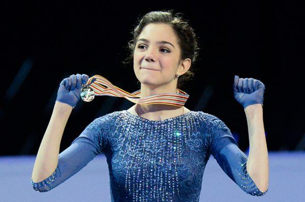 Евгения Медведева – российская фигуристка, выиграла чемпионат Европы, чемпионат мира, финал Гран-при и установила мировой рекорд по количеству баллов за произвольную программу.