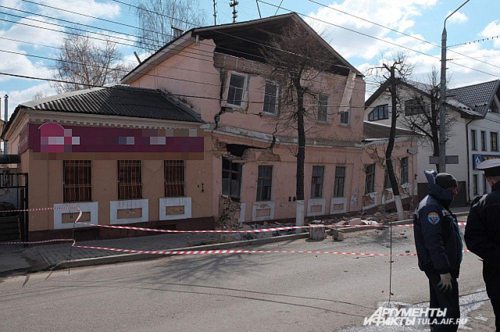 Дом на Октябрьской начал рушиться ночью.