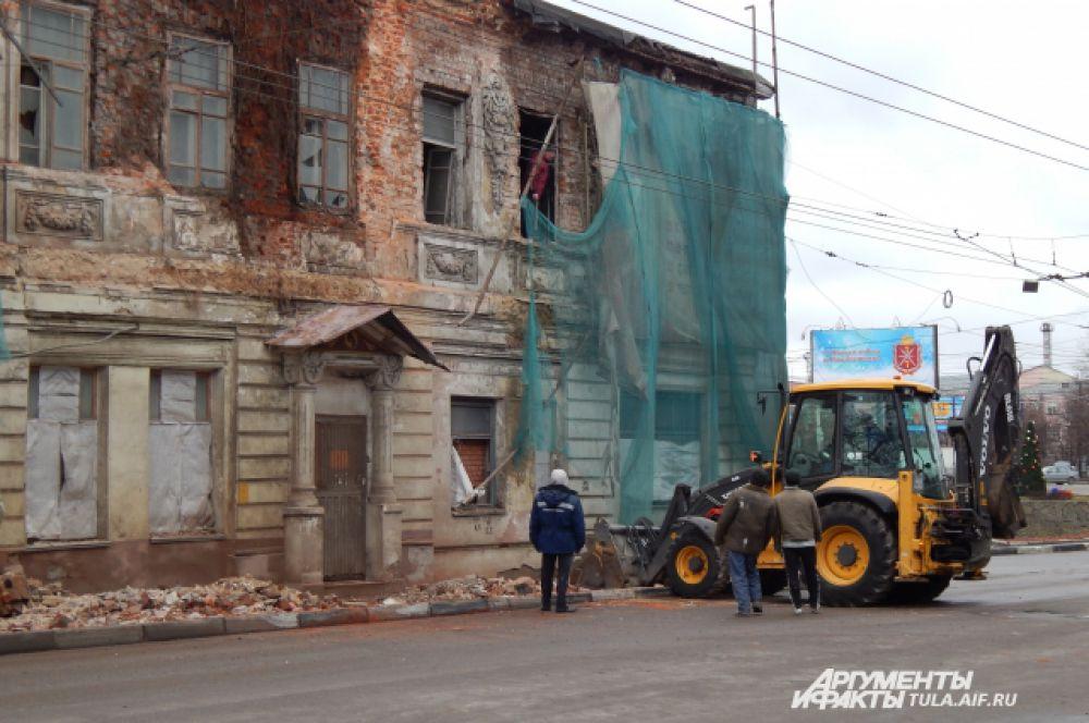 В конце декабря ночью рухнула стена дома на улице Металлистов.