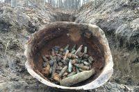В центе траншеи обнаружено гнездо, усыпанное гильзами.