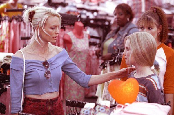 Фильм «Белый Олеандр» (2002), где актриса сыграла вместе с Рене Зеллвегер и Мишель Пфайффер.