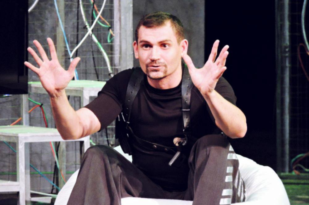 Офицер из охраны президента Михаил Стороженко – настоящий русский супермен, но с причудами.