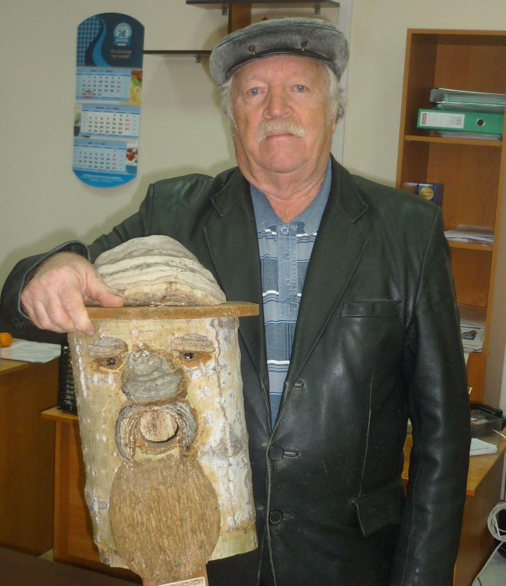 Участник №1. Авдеев Михаил Николаевич, художник по дереву.