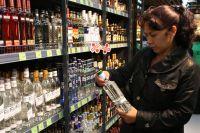 Во многих магазинчиках ночью продают алкоголь, и часто - контрафактный. Но в торговле уже наводят порядок.