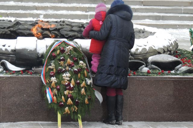 Вечный огонь в центре Челябинска.