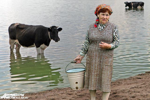 Жителям села приходится ходить за водой на реку. И это 21-й век!
