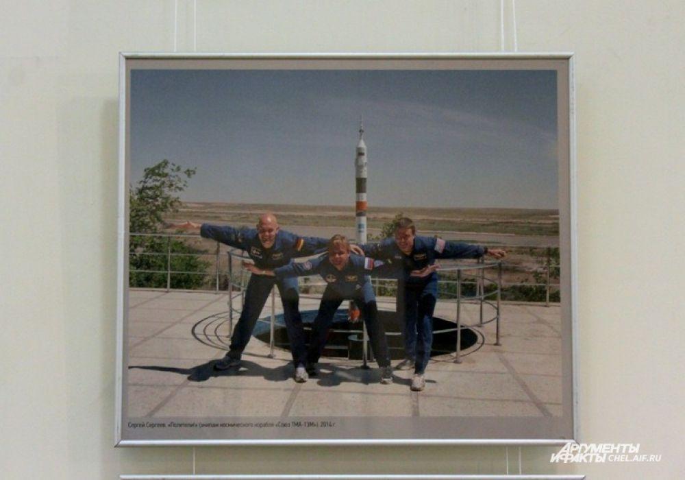 Полетели» (Экипаж космического корабля «Союз ТМА-13М» ) Снимок Сергея Сергеева, 2014 г.