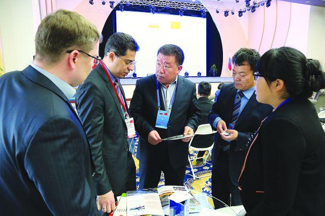 Китайцы готовы покупать омские продукты и зерно.