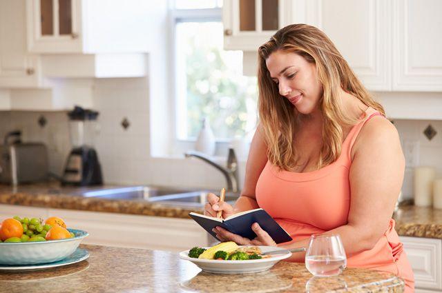 Больше четверти москвичей страдают от ожирения и даже не понимают, сколько калорий в их еде...