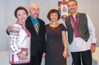 Поэт Александр Навроцкий принимает гостей в Польше.