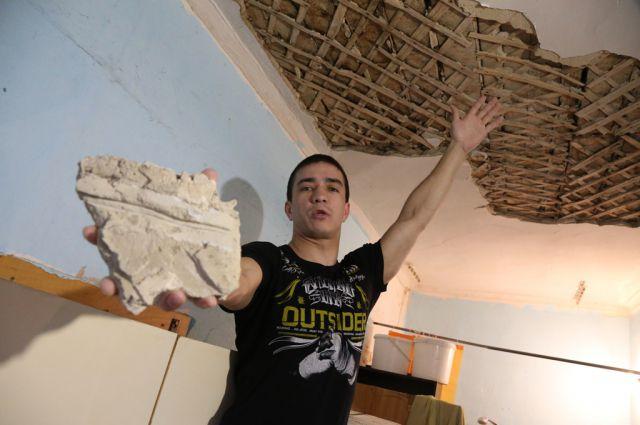 Расселить жильцов аварийного дома обещают до сентября 2016-го