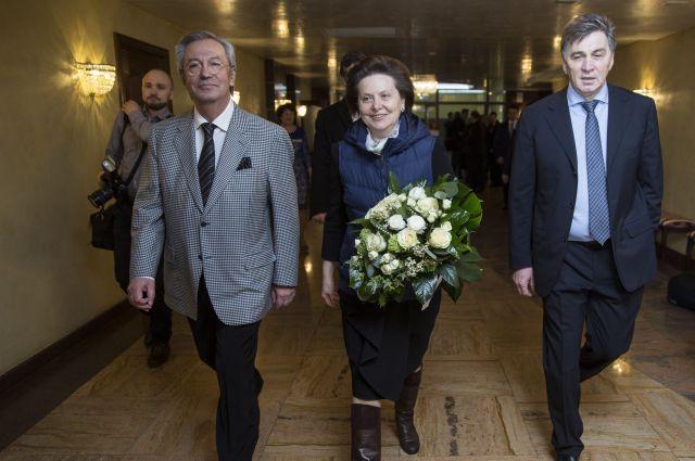 Губернатор Югры Наталья Комарова одной из первых поздравила сотрудников строительного предприятия.