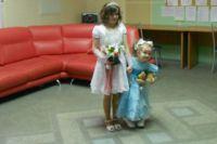 Вера и ее дочка Саша на регистрации брака.