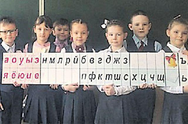 Ученики челябинского лицея № 35 с подарками для сельских ровесников.