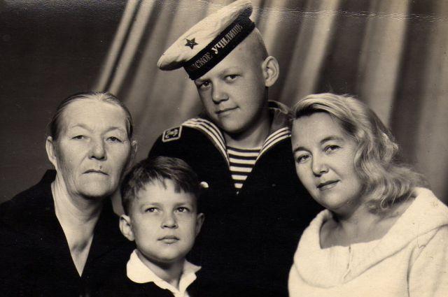 Сергей Гуров с семьей.