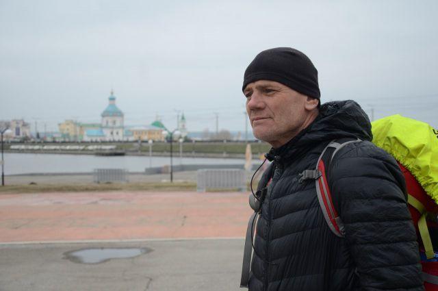Петербуржец путешествует пешком уже целый год.