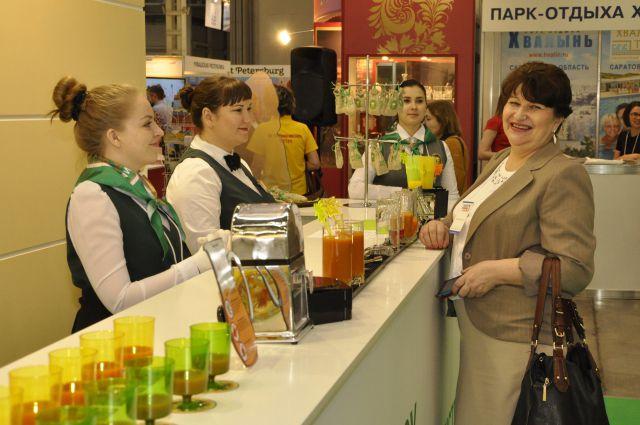 Александра Дунаева со студенткой на Интурмаркете.