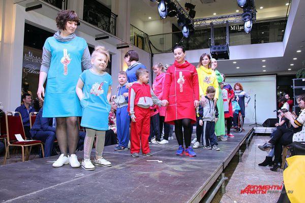 Как сообщили организаторы, вся одежда в которой выступали модели-инвалиды, останется у них.