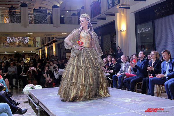 Специально приглашенному жюри предстояло выбрать лучшую из 9 моделей одежды, сделанных для инвалидов.