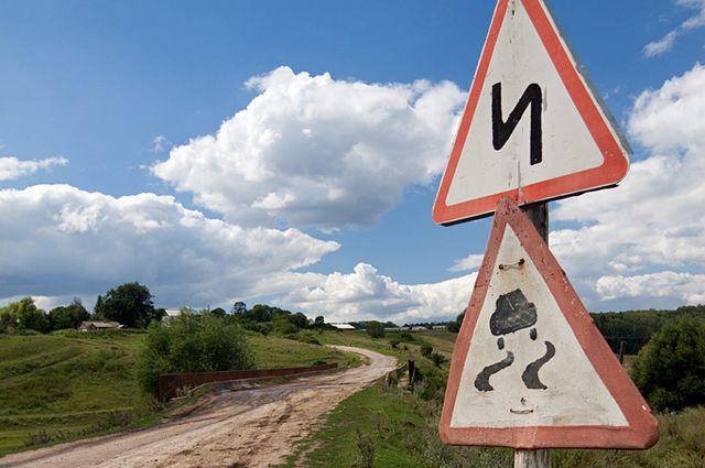 Чиновники обещают развивать село и строить дороги.