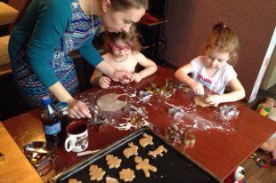 На курсах кулинары выпекают не только хлеб, но и различные печенья и пряники.