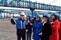 Журналистам и аграриям показали основные производственные объекты ОНПЗ.