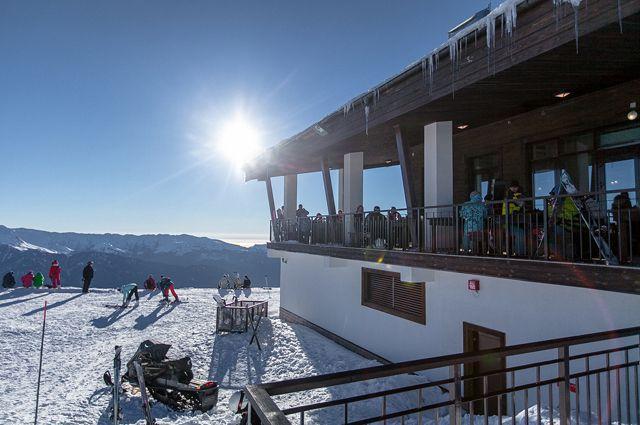 На курорте «Роза Хутор» установили новый мировой рекорд по спуску на лыжах и в купальниках