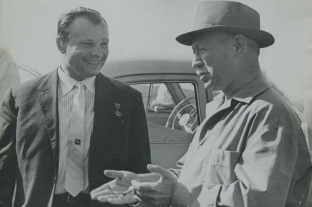 Юрий Гагарин и Михаил Шолохов, 12 июня 1967 года, Вёшенская.