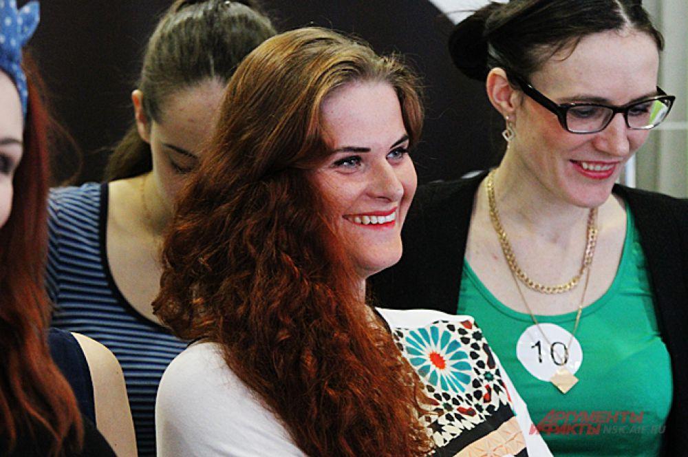 Зрители и участницы внимательно смотрели за конкурсом.