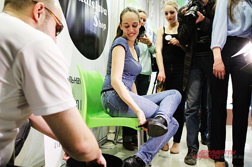 Все прошли подготовку, подошвы туфель смазали специальным составом, чтобы они не скользили.