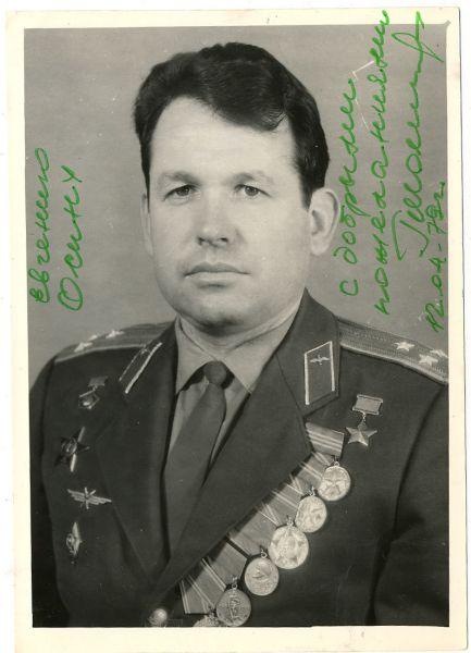 Шонин Георгий. Летчик-космонавт, генерал-майор авиации, Герой Советского Союза. Родился  в городе Ровеньки Луганской области